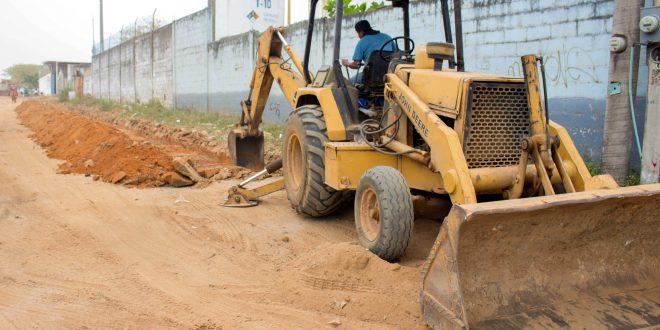 Ayuntamiento de Minatitlán; supervisa obras inconclusas