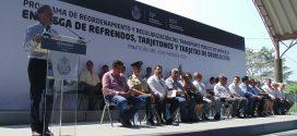 Entrega Gobernador Refrendos, Tarjetones y Tarjetas de circulación en Minatitlán