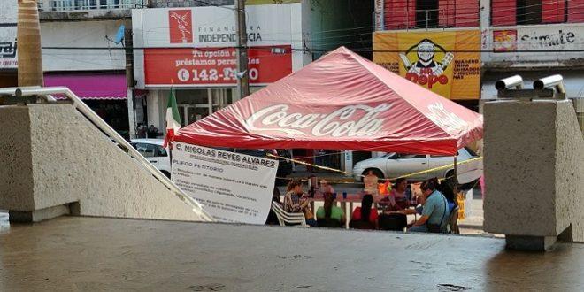 Trabajadores despedidos del SEM buscarán entrevistarse con el Gobernador MIYULI en su visita a Minatitlán este jueves.