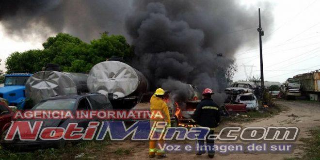 600 vehículos se incendiaron al interior de Grúas Vázquez.